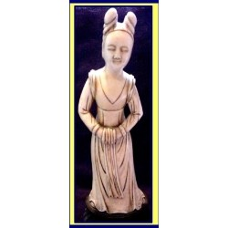 EXCEPTIONAL 18C IVORY FIGURE WOMAN W MUFF (ID:1564)
