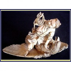 JAPANESE IVORY OKIMONO HUNTER CAPTURING EAGLE (ID:1844)